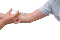 Stichel zum Patienten in einer Ader auf einer Hand Stockbilder