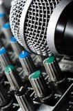 Stichhaltiger Mischer mit Mikrofon Lizenzfreie Stockfotografie