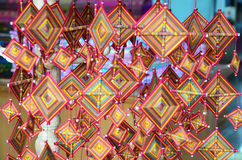 Sticka virkning och att väva mobil thailändsk konst för bomull royaltyfri foto