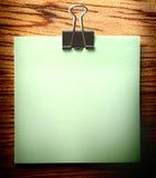Sticker en klem op hout stock fotografie