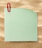 Sticker en klem op zand royalty-vrije stock afbeelding