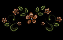 Stickerei, Blumenverzierung, Fantasie blüht, Modedekor, Stiftwerkzeugabgehobener betrag Stockbilder