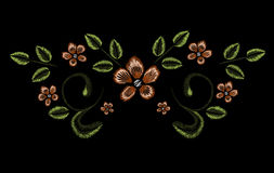 Stickerei, Blumenverzierung, Fantasie blüht, Modedekor, Stiftwerkzeugabgehobener betrag vektor abbildung