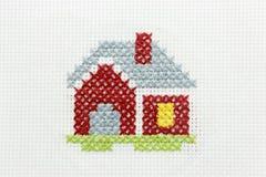 Stickerei des Bildes eines kleinen Hauses Stockfotografie