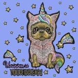 Stickereibabyflecken mit nettem Hund im Einhornkostüm lizenzfreie abbildung