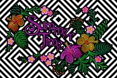 Stickereiblumenflecken Exotische tropische Blumendekoration des Sommers Modetextildruck Plumeriahibiscus Hawaiianer Stockfotos