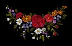 Stickereibuntes Blumenmuster mit Heckenrosen und vergessen mich nicht Blumen Vektortraditionelle Volksmodeverzierung an Stockbild