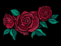 Stickereibuntes Blumenmuster mit vereinfachten Rosen stock abbildung