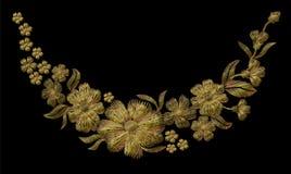 Stickereigoldblumenmuster mit Heckenrosen und vergessen mich nicht Blumen Lizenzfreie Stockfotos