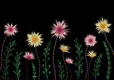 Stickereinachgemachtes Blumenmuster-Grenzdesign Vector Illustrationssatinstich-Modeverzierung mit Blumen, Blätter, Niederlassunge Stockbilder