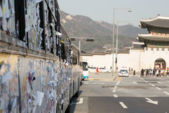 Stickies sur un autobus de police Photographie stock