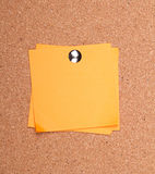 Sticky note on a bulletin board Royalty Free Stock Images
