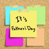Sticky note with Happy Fathers Day Royalty Free Stock Photos