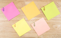 Sticky note and paper clip 18 Stock Photography
