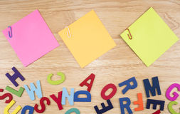 Sticky note and paper clip 13 Royalty Free Stock Photography