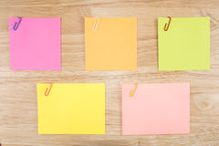 Sticky note and paper clip 11 Royalty Free Stock Images
