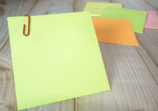 Sticky note and paper clip 19 Stock Photography
