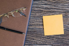 The sticky note paper on the wooden table Royalty Free Stock Image