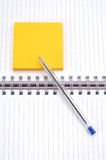 Sticky note and pen Royalty Free Stock Photography