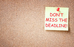 Sticky note with the phrase dont miss the deadline Royalty Free Stock Photography