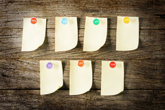 Sticky note with pin overWeekly Sticky Note with colourful pin over wooden background Royalty Free Stock Photos