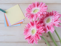 Sticky note and pink flower 10 Stock Photos
