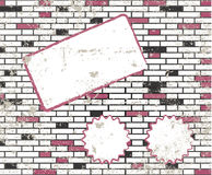 Sticky note on t dirty brick wall raster Stock Photos
