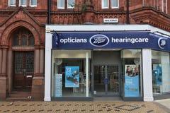 Stiefel Optiker und Hearingcare stockfoto