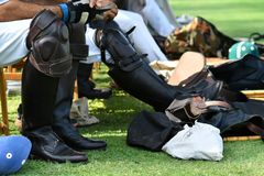Stiefel von Polo Player On Begin The Polo Match Stockfotos