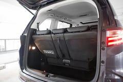 Stiefelraum eines MPV Stockbild