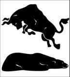 Stiere gegen Bären Stockbilder
