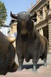 Stiere und Bären Stockfotografie
