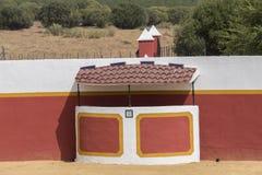 Stierkampfarena in der Landschaft in Sevilla, Spanien Stockbilder