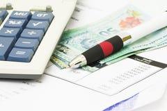 Stift auf Bankauszug Stockfotos