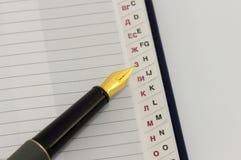 Stift auf dem Adressbuch Lizenzfreie Stockfotos