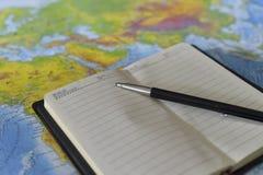 Stift auf dem Notizbuch stockfoto