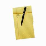 Stift, der auf einen geöffneten Notizblock legt Stockfotos