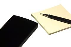 Stift, leere Parerblätter und Smarttelefon Lizenzfreie Stockfotos