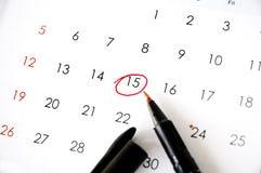 Stift markiert auf Datum stockbilder