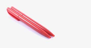 Stift mit zwei Rottönen auf einem weißen Hintergrund Stockfotos