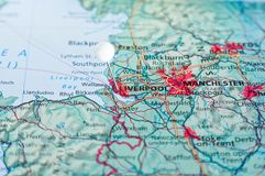 Stift på översikt med Liverpool Royaltyfri Foto