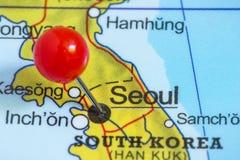 Stift på en översikt av Seoul arkivbild