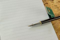 Stift, Papier Ein strukturierter Hintergrund Kopieren Sie Pastenplatz Stockbilder