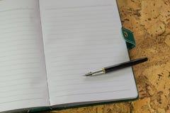 Stift, Papier Ein strukturierter Hintergrund Kopieren Sie Pastenplatz Lizenzfreie Stockfotografie