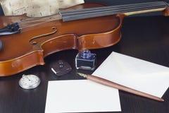 Stift, Stempel, Umschlag, Tintentopf und Wachs lizenzfreie stockbilder