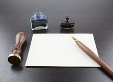 Stift, Stempel, Umschlag, Tintentopf und Wachs stockfoto