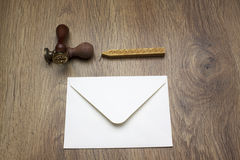 Stift, Stempel, Umschlag, Tintentopf und Wachs lizenzfreies stockbild