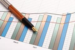Stift und Diagramm Lizenzfreies Stockfoto