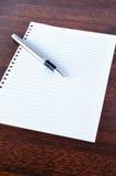 Stift und Notizblock Stockbild