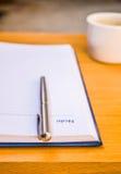 Stift und Notizbuch lizenzfreies stockbild